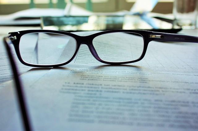 brýle na dokumentech