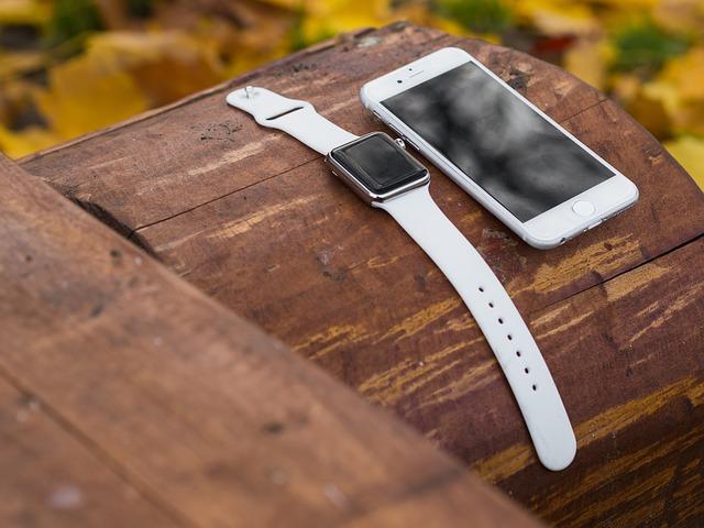 hodinky a mobil