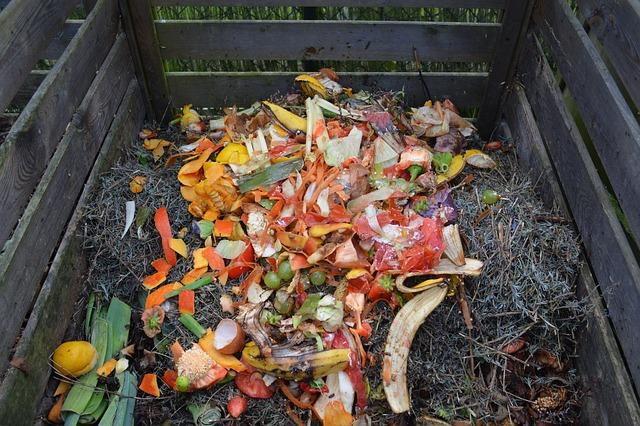 kompost ve dřevě