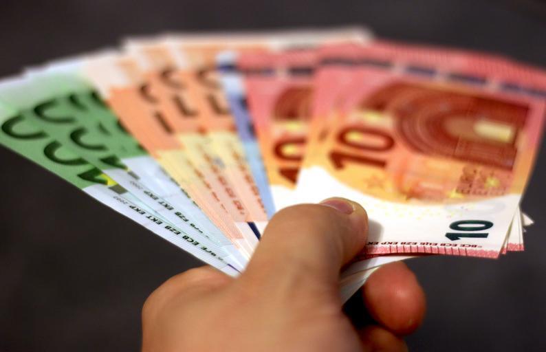 podávaná eura