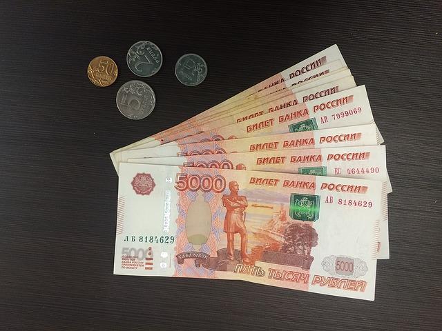 vějíř bankovek - rublů