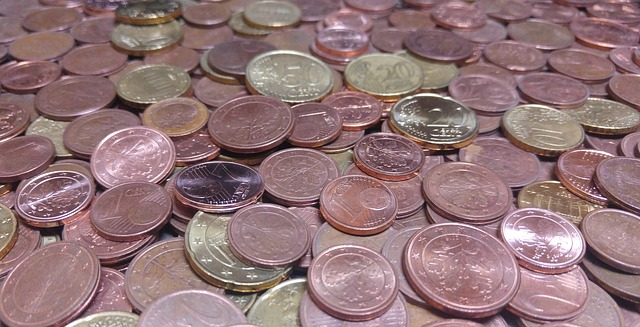 narůžovělé drobné mince