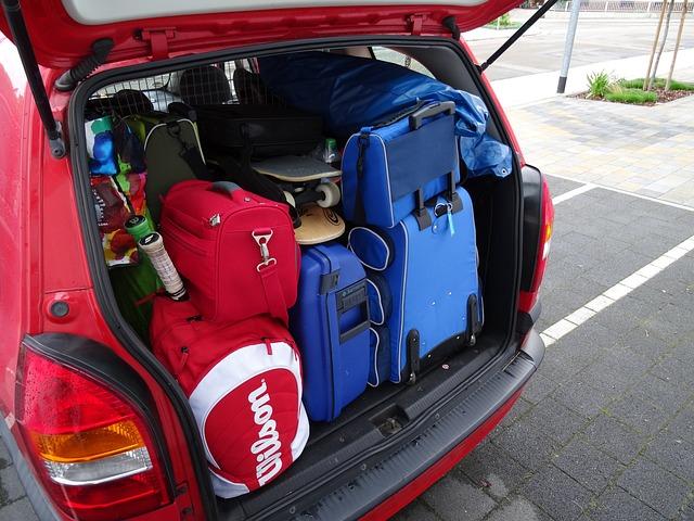 kufr plný zavazadel